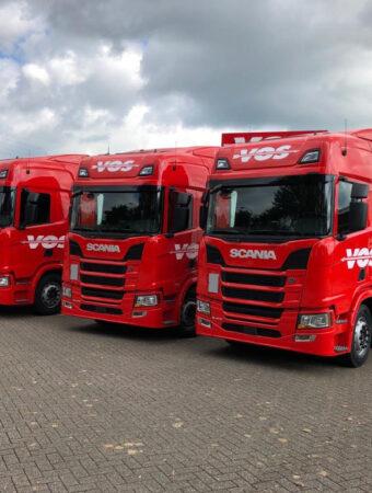 vrachtwagens op een rij